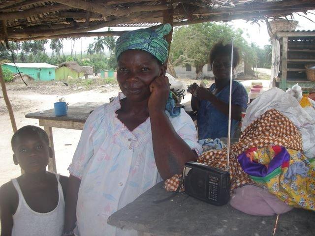 La radio aide les familles agricoles africaines à survivre dans Developpement nigeriaghananewmemorycard2007154