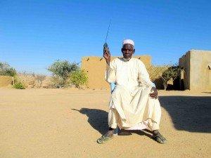 Le Wall Street Journal met en valeur le rôle des radios communautaires au Niger  dans Niger radioman-300x225